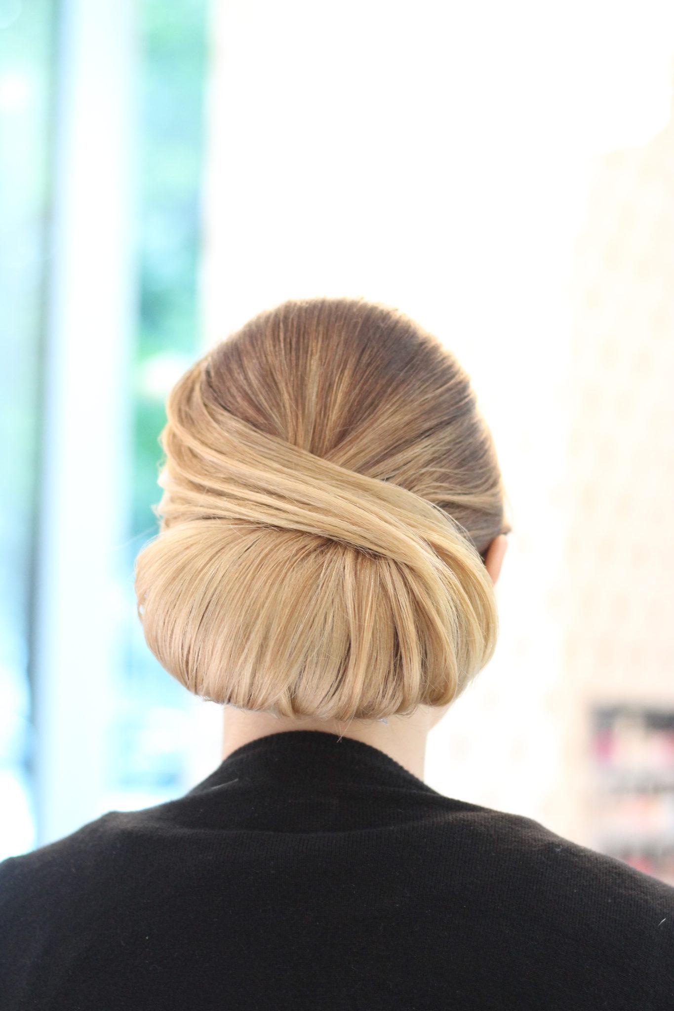 coafura coc blond