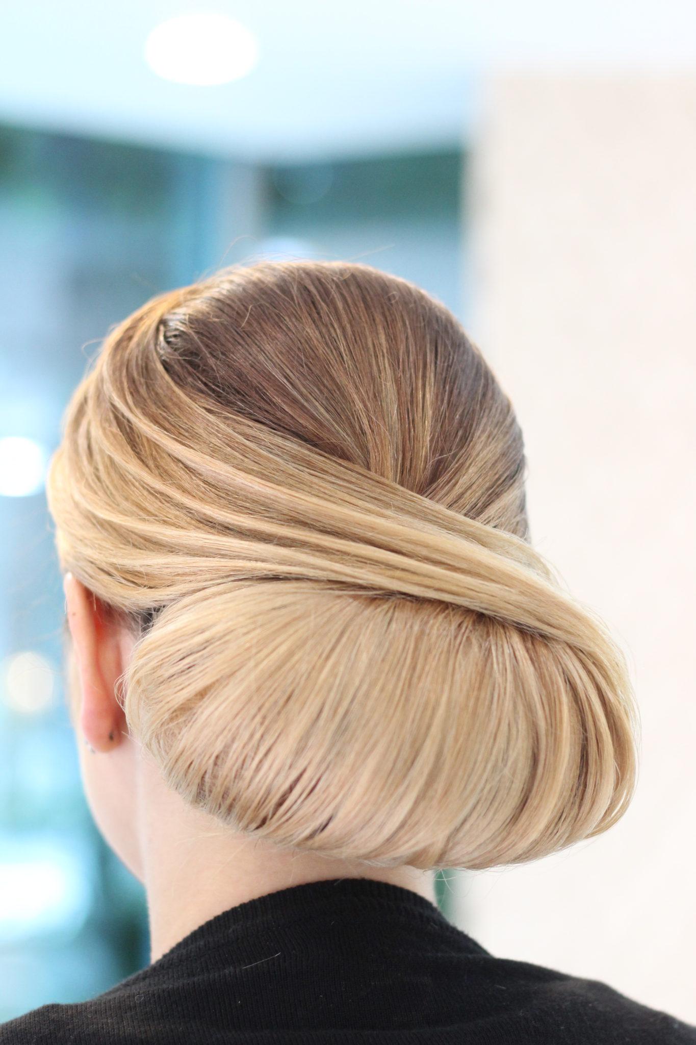 coafura par coc blond